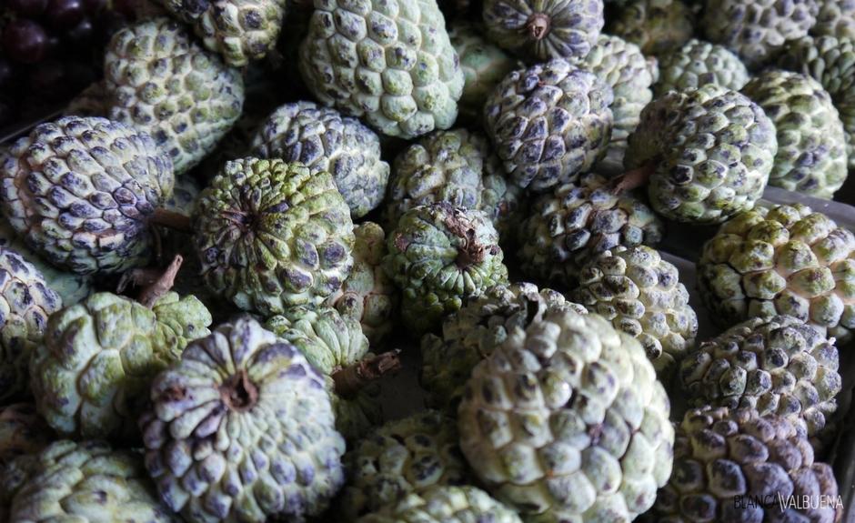 Chirimoyas sono frutti dalla Colombia che si possono trovare nella maggior parte dei mercati