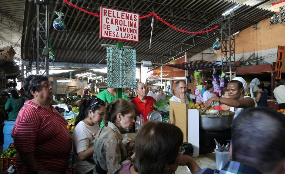 Rellenas Carolina è il miglior posto per mangiare in Galeria Alameda a Cali Colombia