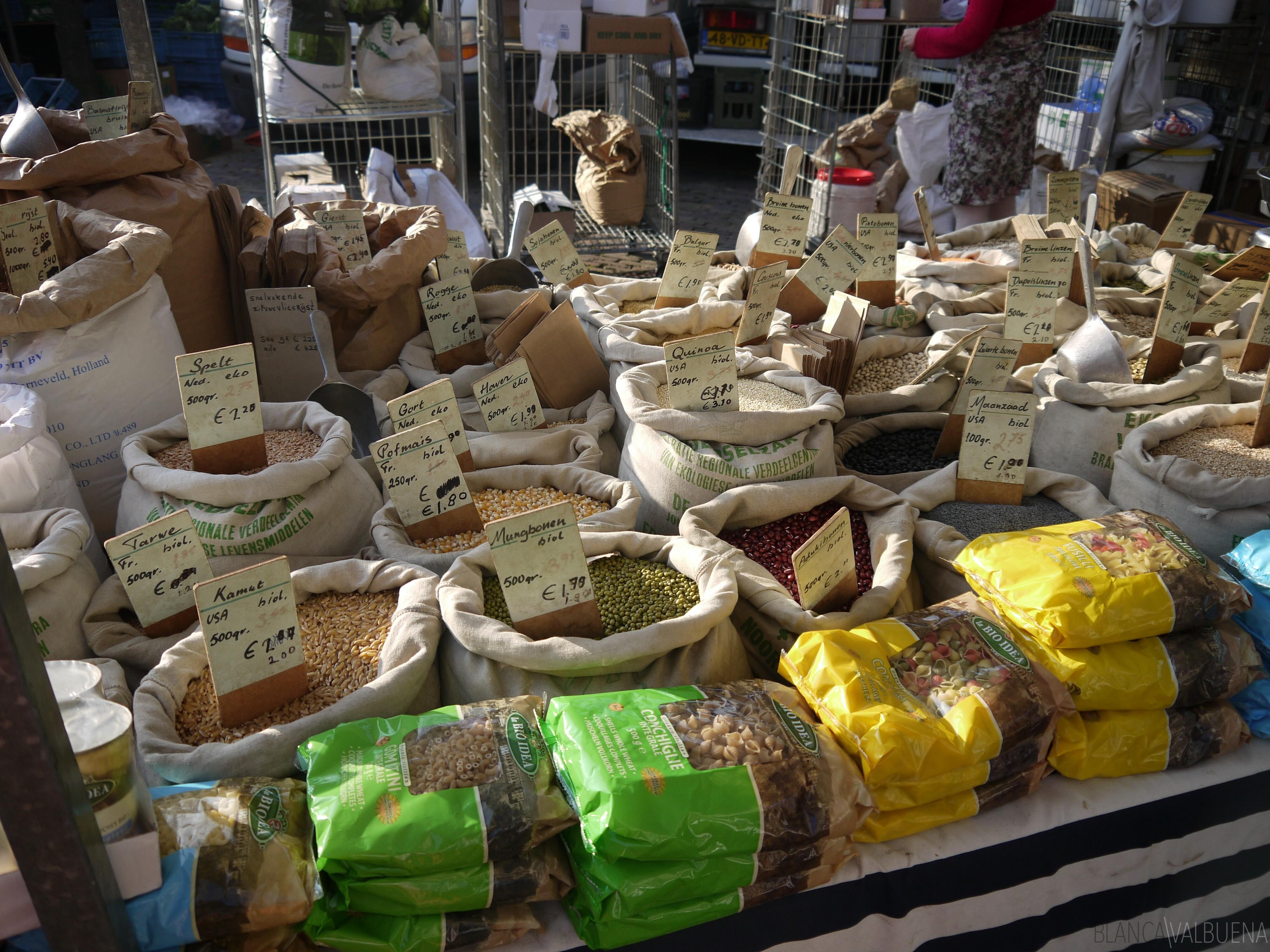 Noordermarkt Farmers Market tem uma boa selecção de grãos