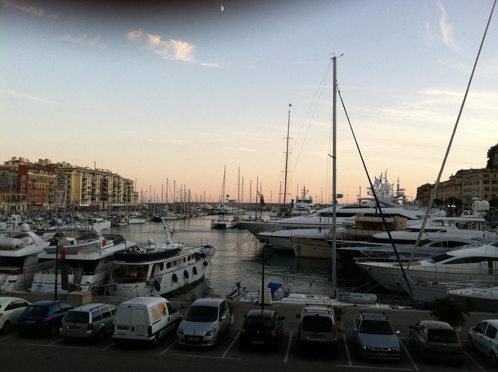 El puerto de Niza Francia