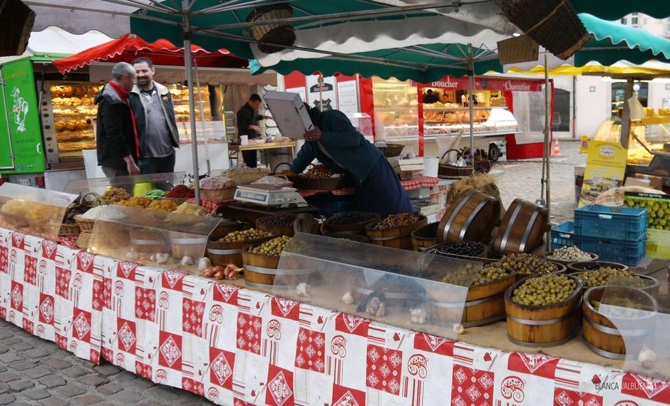 È possibile acquistare tutti i tipi di olive al mercato del contadino Beaune