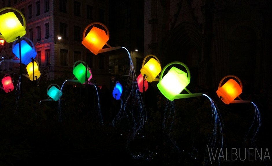 Place Saint-Nizier's watering cans for the Festival of Lights 2013