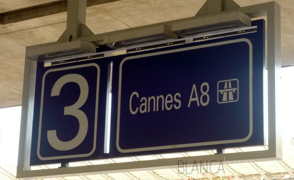 Area in Nice airport to wait for shuttle bus to Cannes