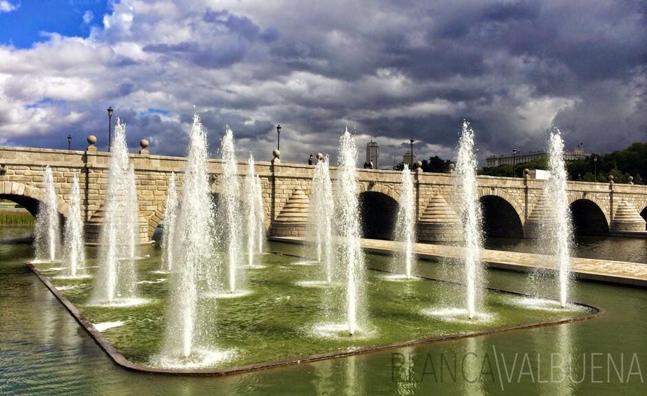 Fuente en el Río Manzanares con múltiples flujos