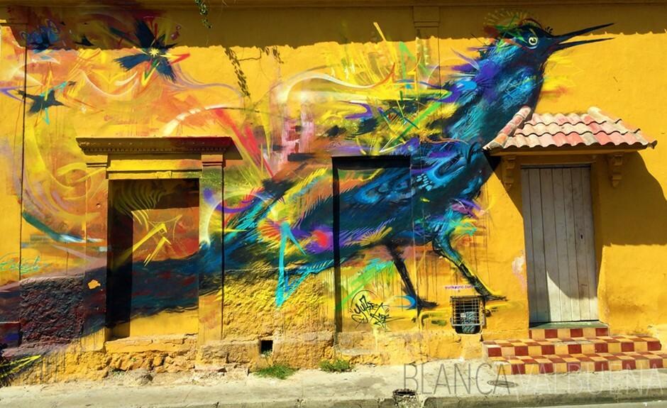 Graffiti de un pájaro azul en Cartagena