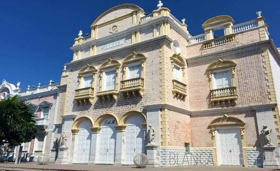 El Centro de los artes de Cartagena cuenta con un mural que representa a las musas