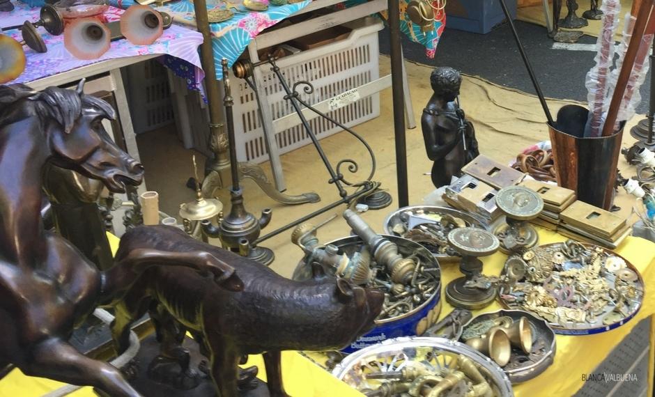 O mercado de Trastevere Flea vende de tudo, desde antiguidades a knock offs para meias