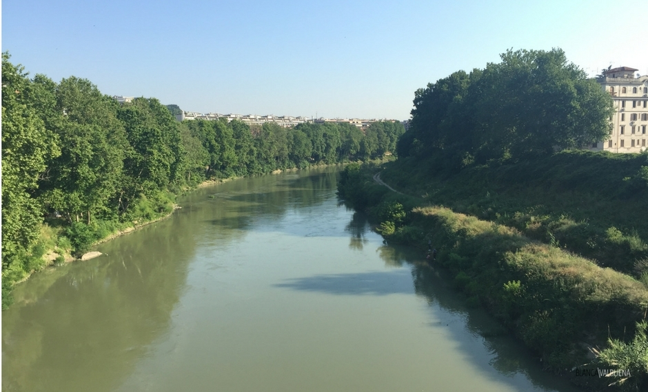 The Tiber keeps trastevere apart from the rest