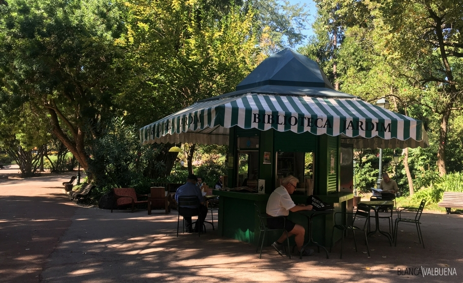 You can read books for free at Jardim da Estrela in Lisbon