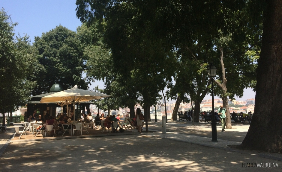Sao Pedro de alcantara offers beer, wine and light snacks