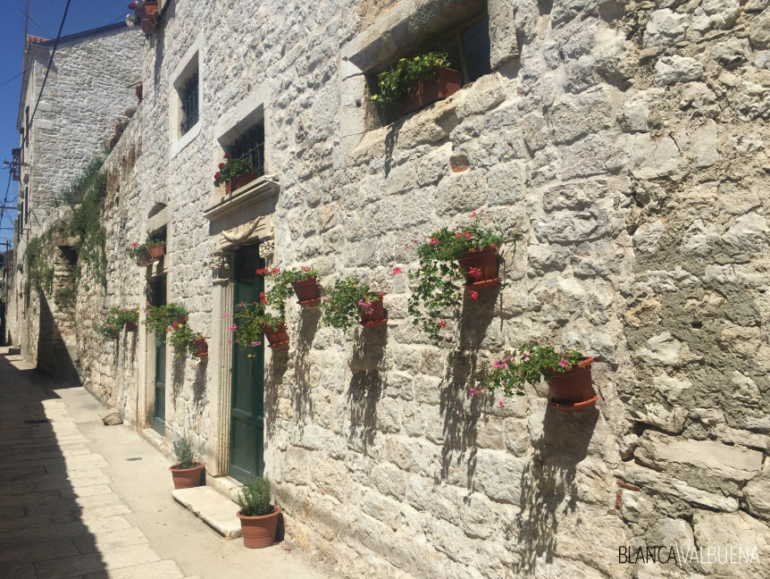 Stone houses keep the heat out in Sibenik in Summer