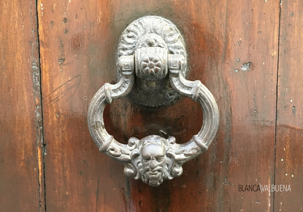 A Cartagena door knocker with the face of a man