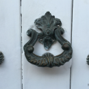 Not all knockers in Cartagena are ostentatious