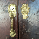 Lion adorned hardware on a door in Cartagena