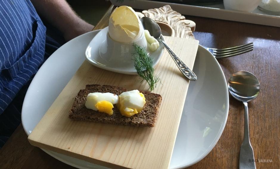挪威的早餐鸡蛋从来没有与一个银勺送达