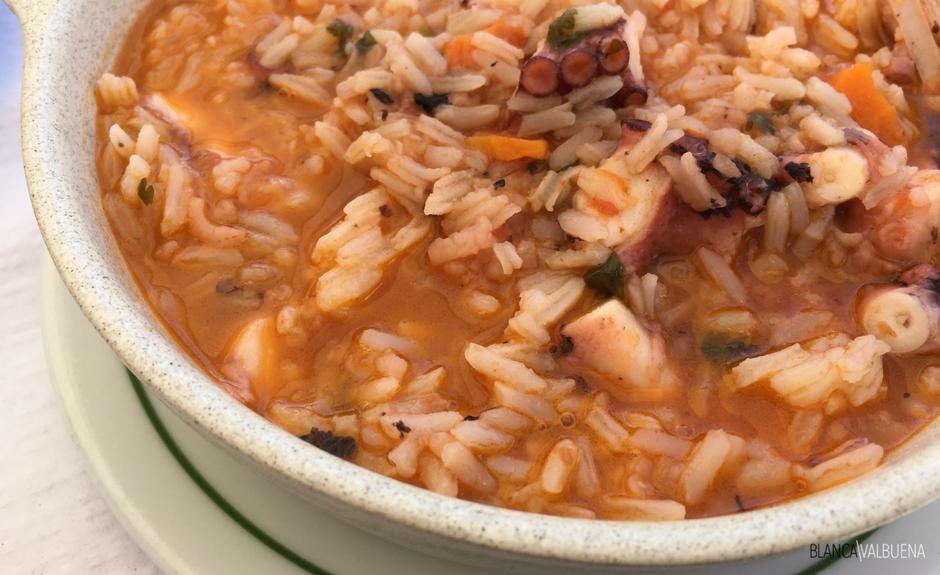 Un plato clásico es Alfacinha Arroz de Polvo
