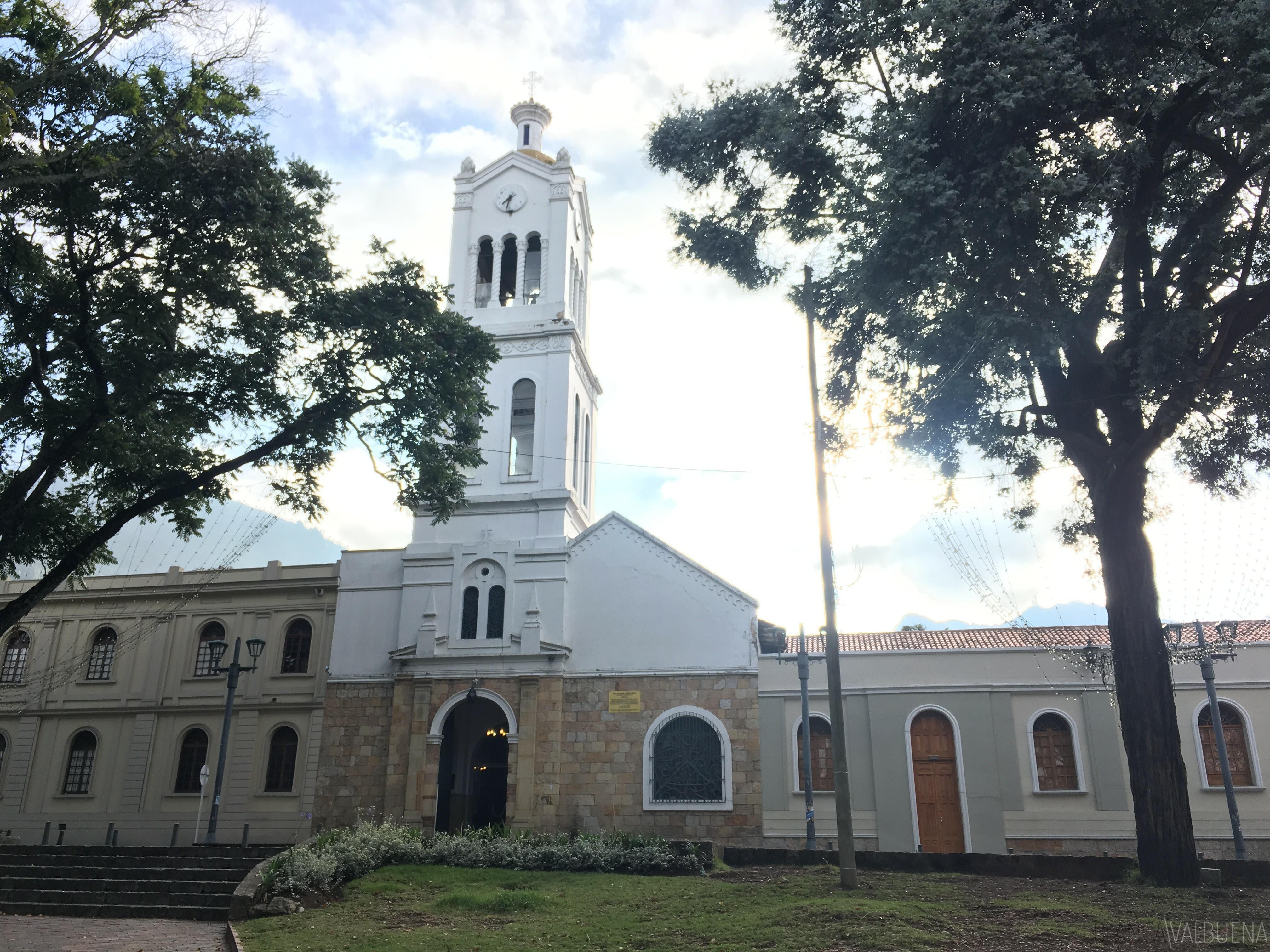 Eglise de Usaquen est beau et un grand endroit pour l'art
