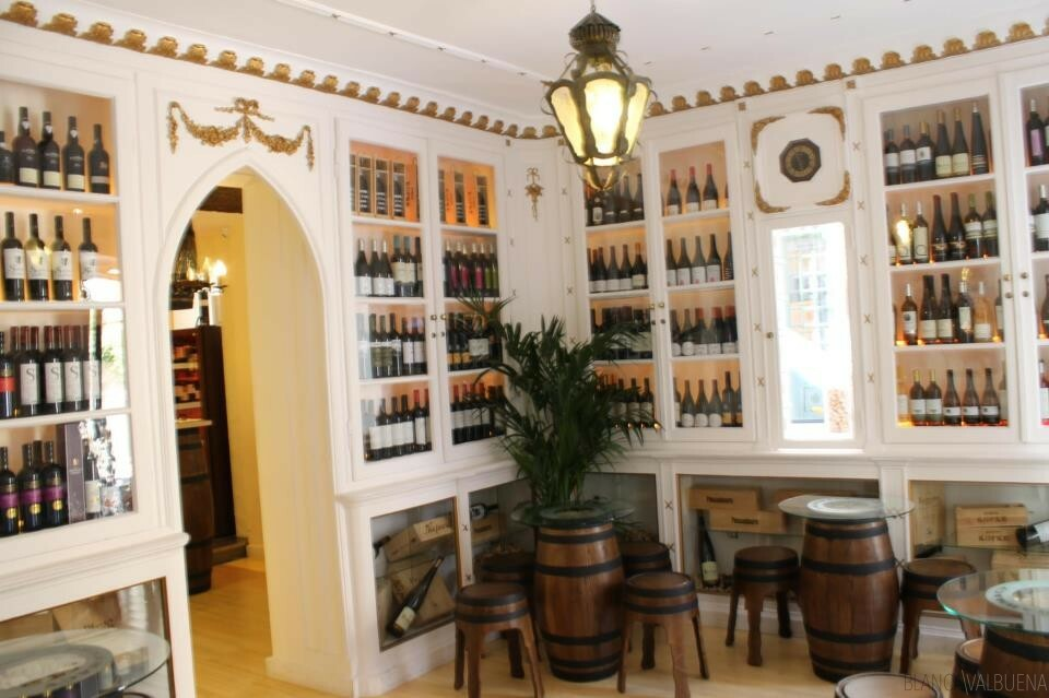 La antigua farmacia tiene una gran lista de vinos