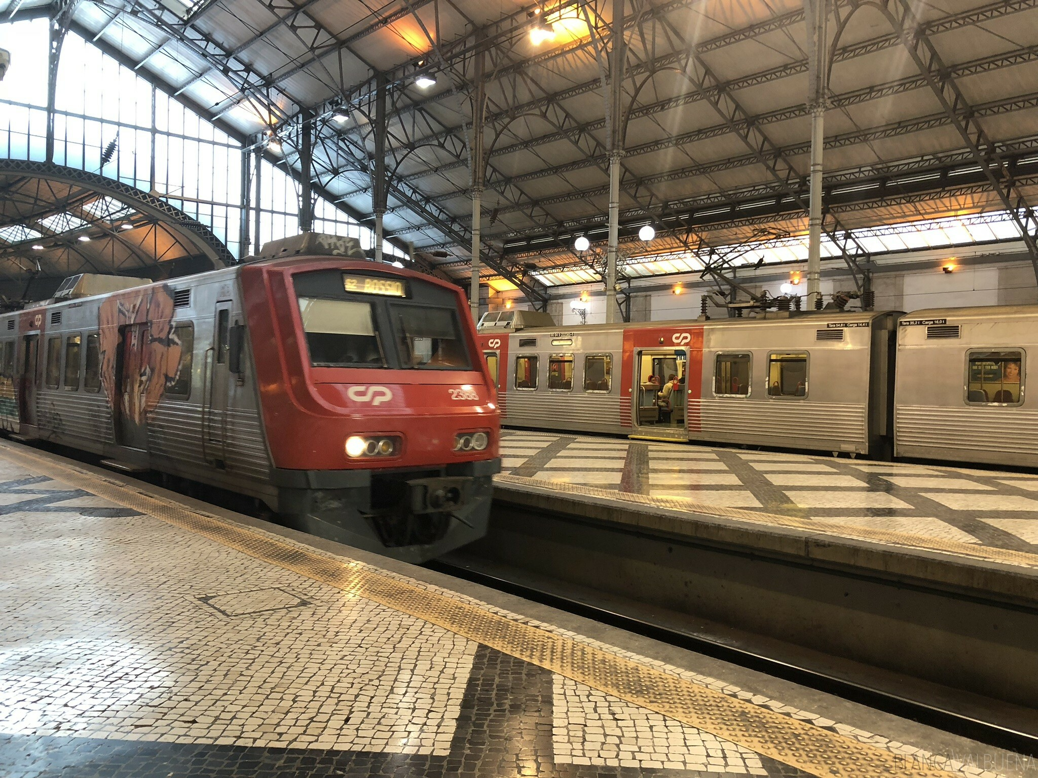 How much does the train from Lisbon to Sintra cost? Under €3