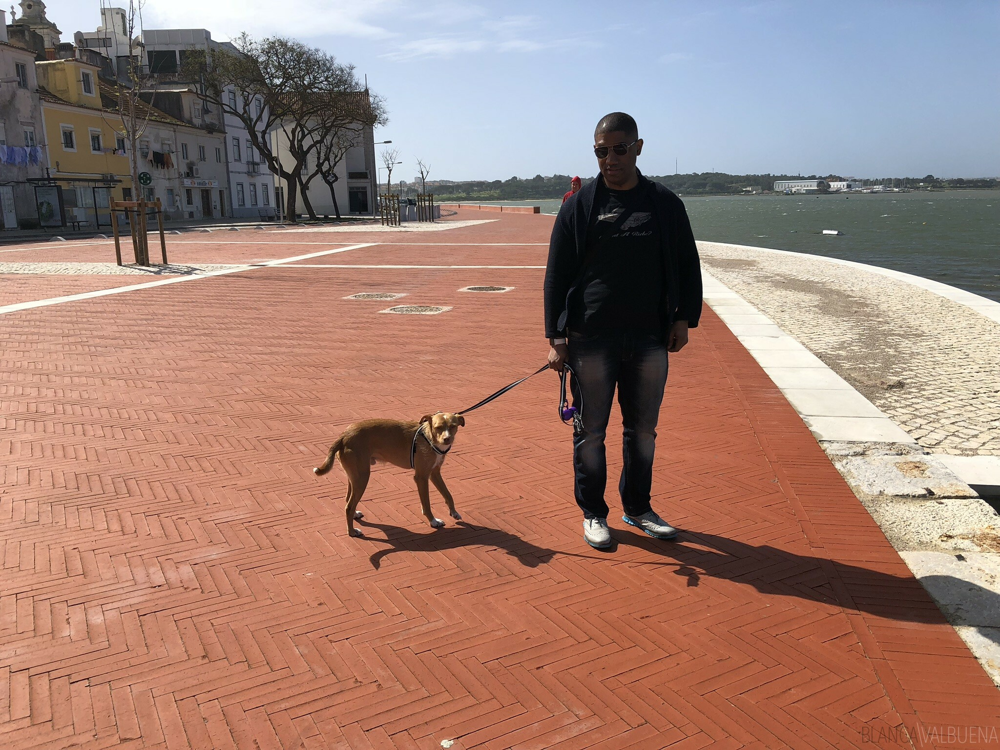 Walk along the water in seixal