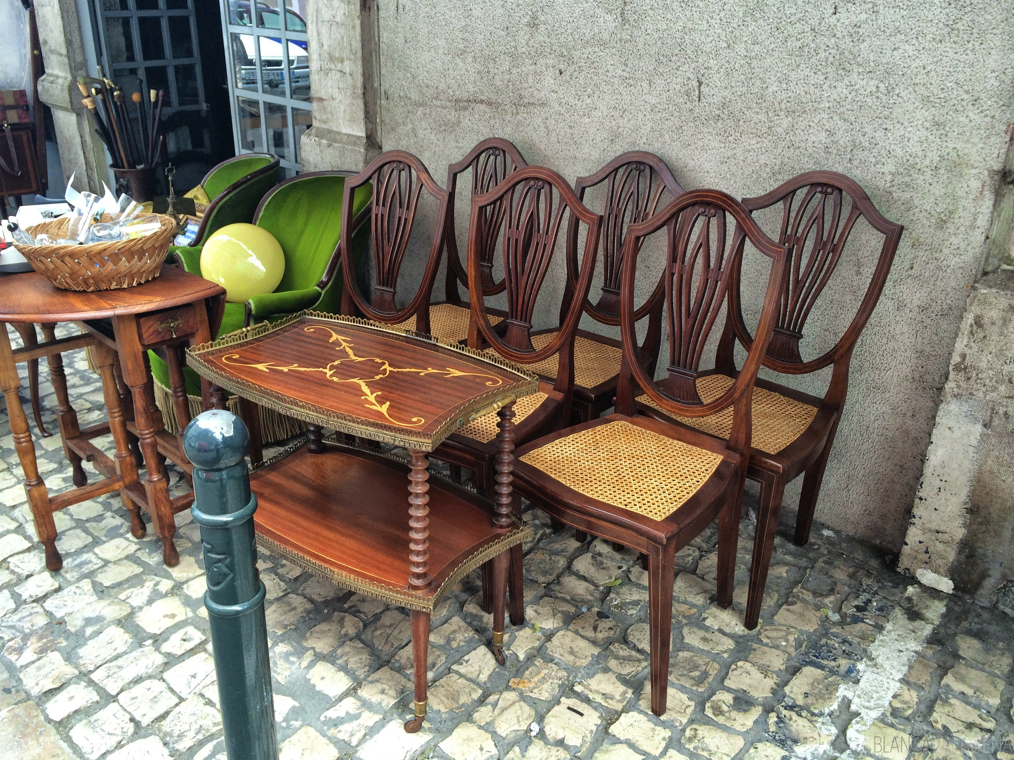 Purchase unique furniture at the feira da ladras