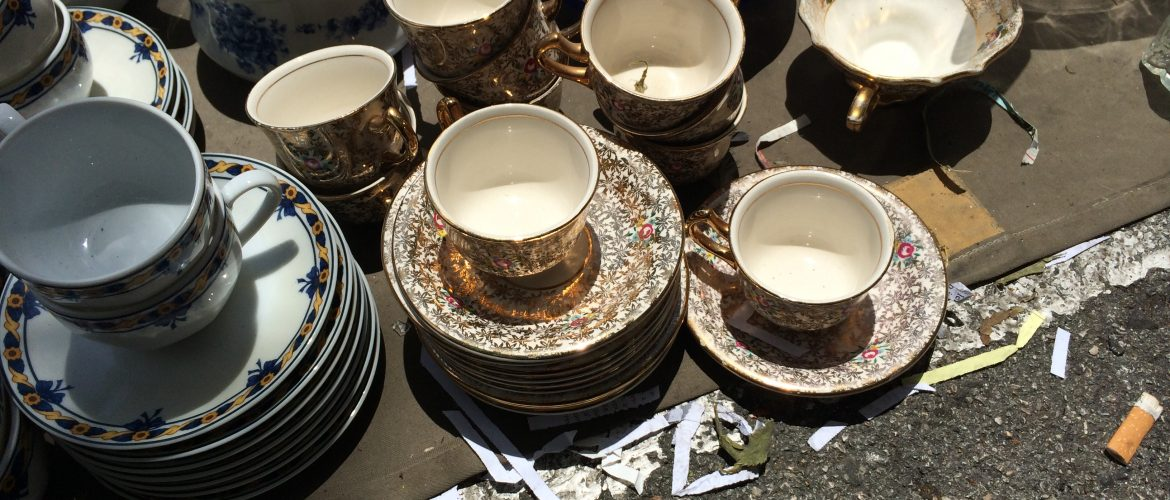 The thieve's market has dishes