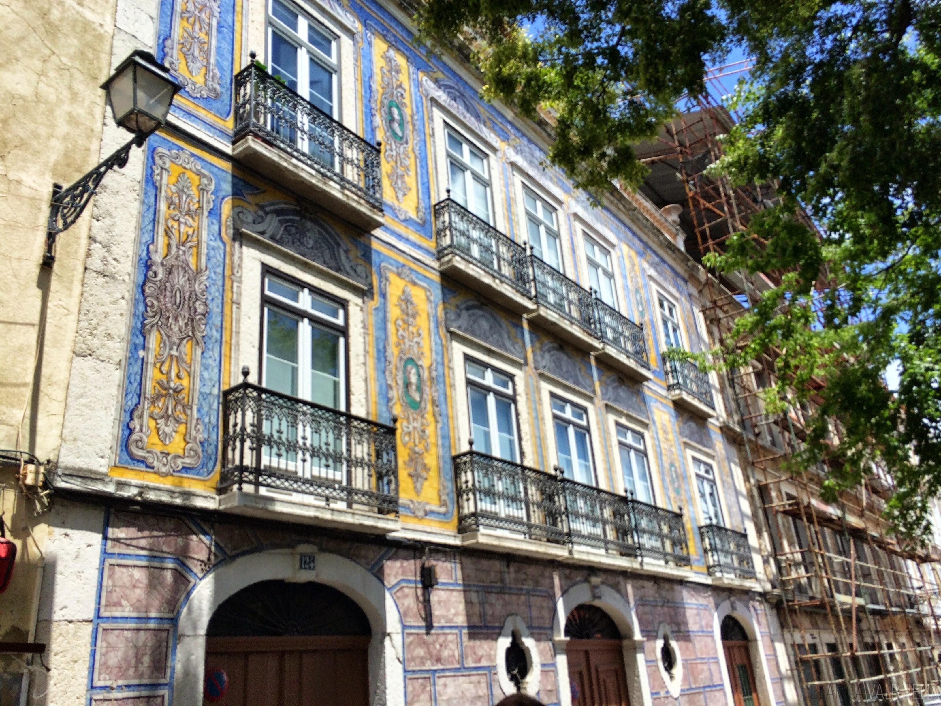 Building near feira da ladras