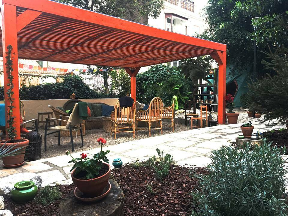 Jardim dos Sentidos is not only a dog friendly restaurant in Lisbon, it is also animal friendly since it serves vegan and vegetarian food.