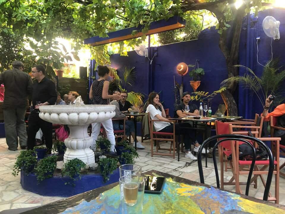 Tropismo est un endroit de détente à Campo de Ourique qui se trouve être un restaurant acceptant les chiens à Lisbonne. How cool is that!