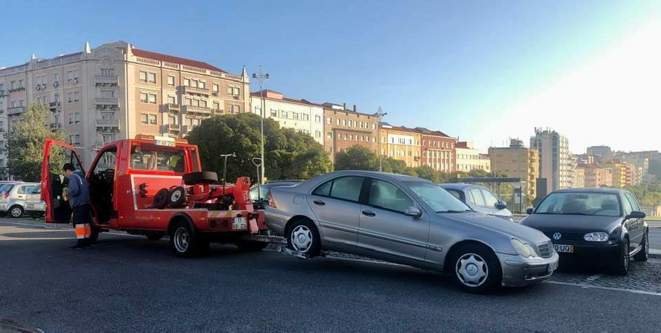 A guide to help you find out who towed your car in Lisbon and how to get it back.