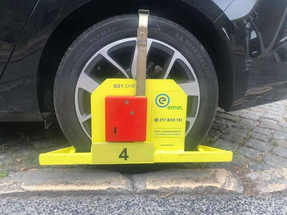How can I get the boot off my car in Lisbon Portugal